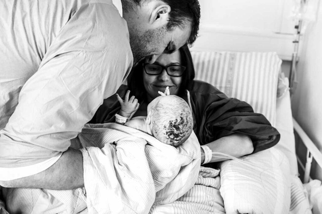 foedselsfotografering-Andrea-far-løfte