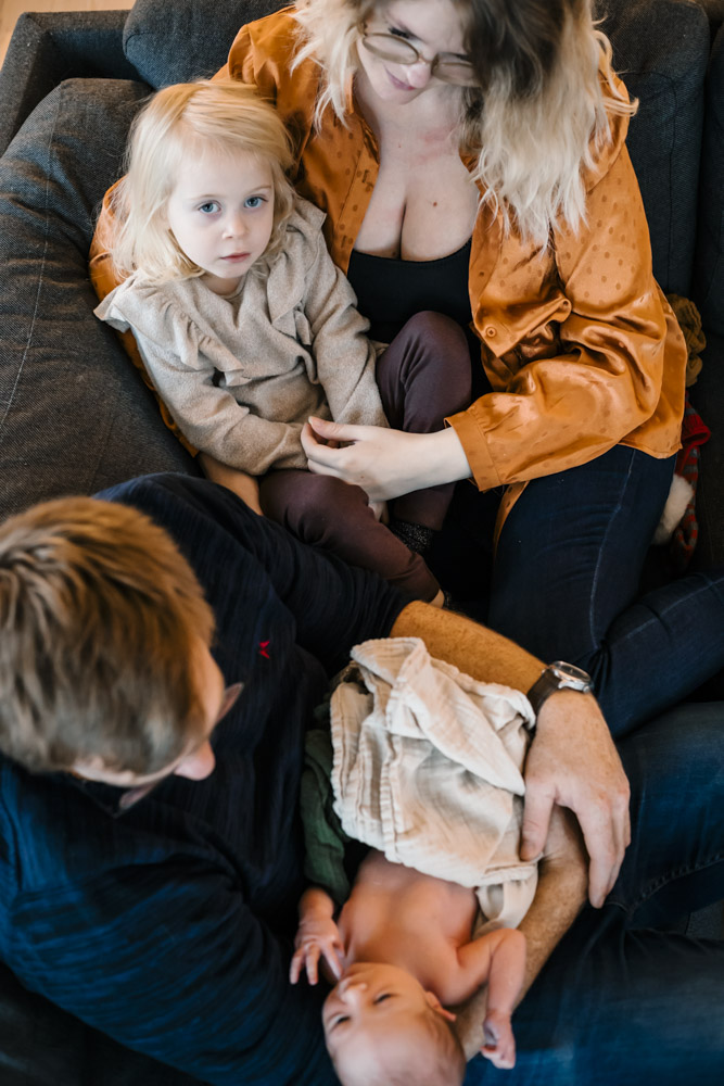 nyfoedt-fotografering-august-hele-familien